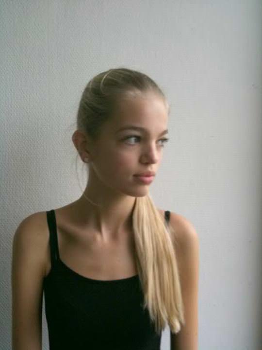 【外人】オランダ人の金髪モデルのダフネ(Daphne Groeneveld)が童顔で魅了するポルノ画像 2395