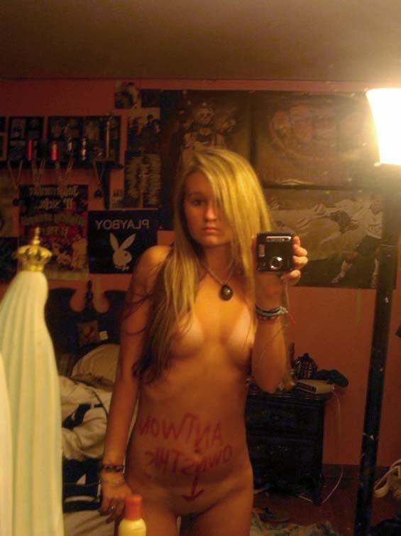 【外人】素人娘が鏡越しに自慢のグラマラスボディを自画撮りするポルノ画像 241
