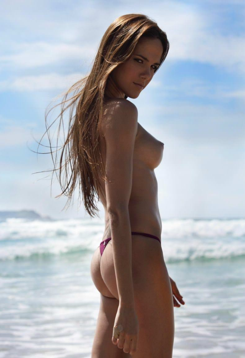 【外人】股間がフルボッキで辛すぎるヌーディストビーチの美少女たちのポルノ画像 24113
