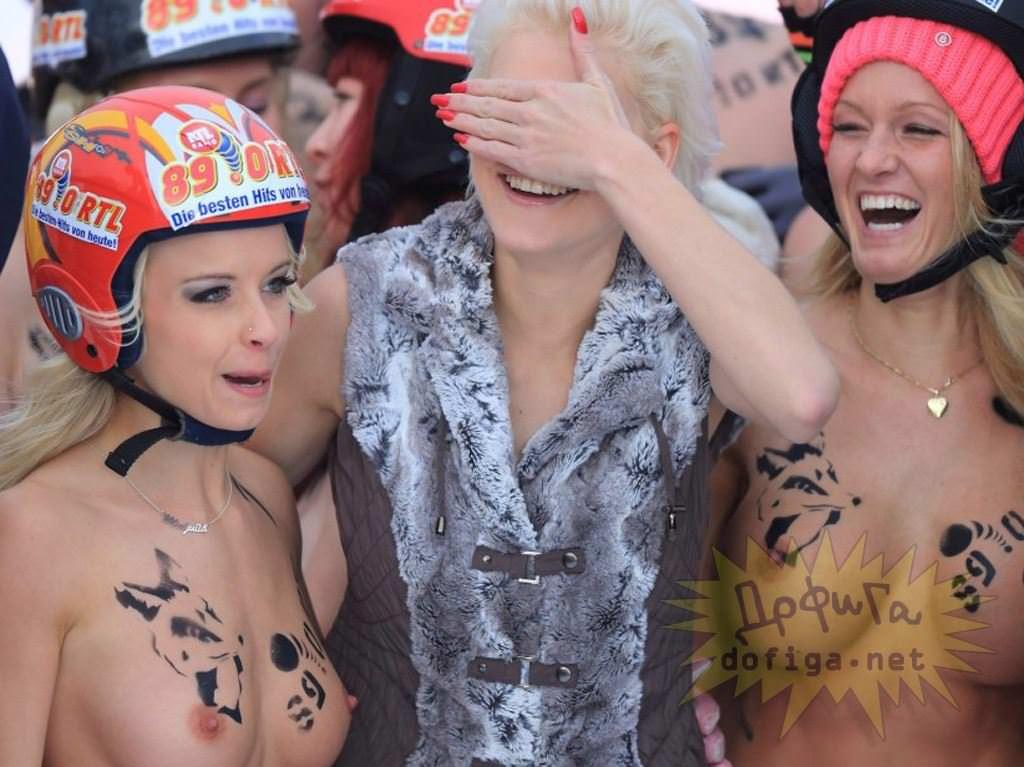 【外人】ドイツのヌードソリ世界選手権2014で金髪美女めっちゃ可愛い露出ポルノ画像 2461