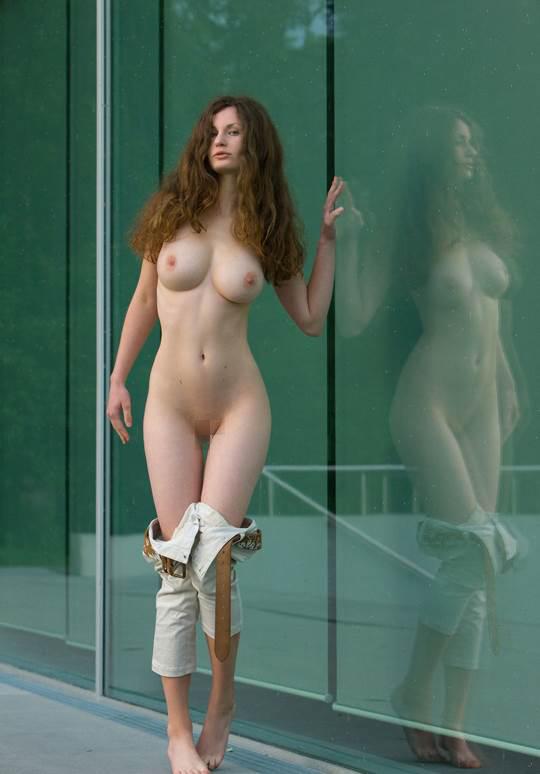 【外人】ドイツ人スーザン(Susann)がりんごやラベンダーと戯れる野外露出のフルヌードポルノ画像 2462