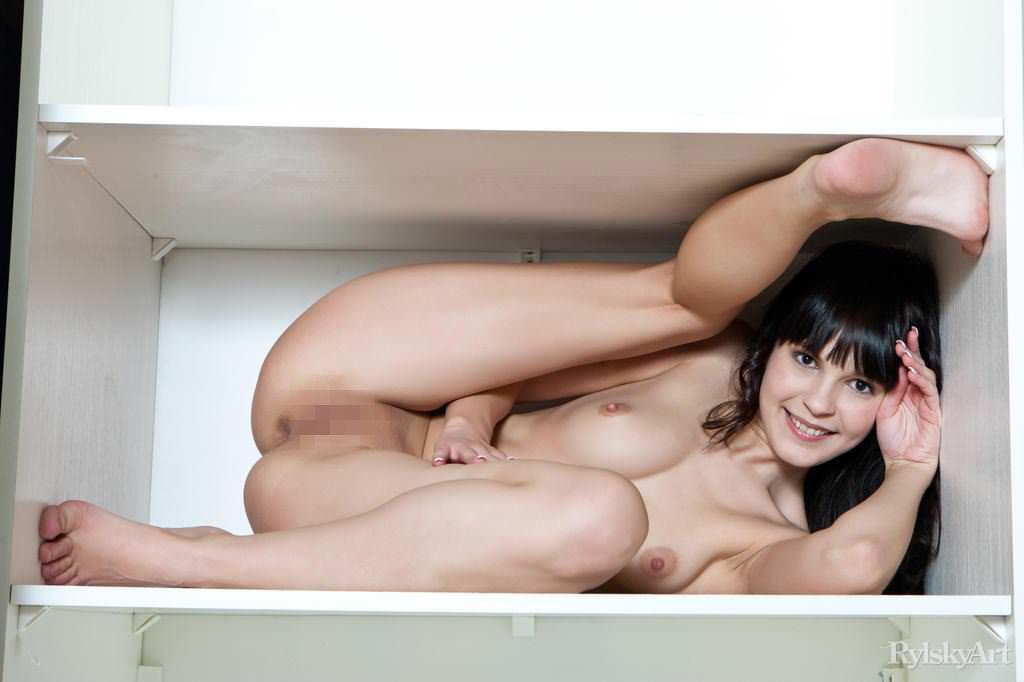 【外人】何度見ても見飽きないロシア人美少女たちの童顔巨乳おっぱいポルノ画像 2493