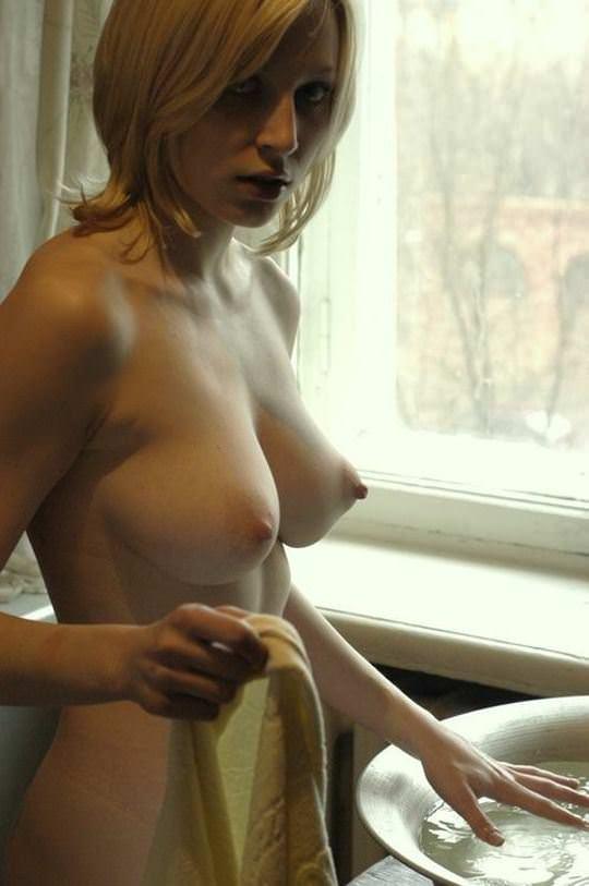 【外人】エロの興奮をいつまでも味わいたい人妻や彼女の家庭内ショットのポルノ画像 25105