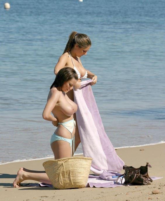 【外人】ヌーディストビーチで爆乳おっぱい全開な素人の金髪お姉さんのポルノ画像 25108