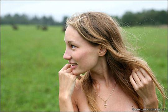 【外人】ロシアの妖精 マーシャ(Masha)18歳が見せる天真爛漫な野外露出のヌードポルノ画像 2517
