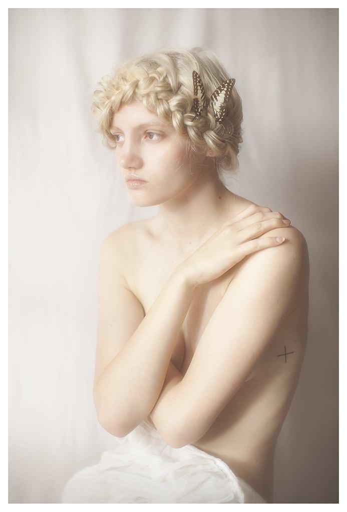 【外人】女性写真家ヴィヴィアン・モクが映し出す芸術的なセミヌードポルノ画像 2523