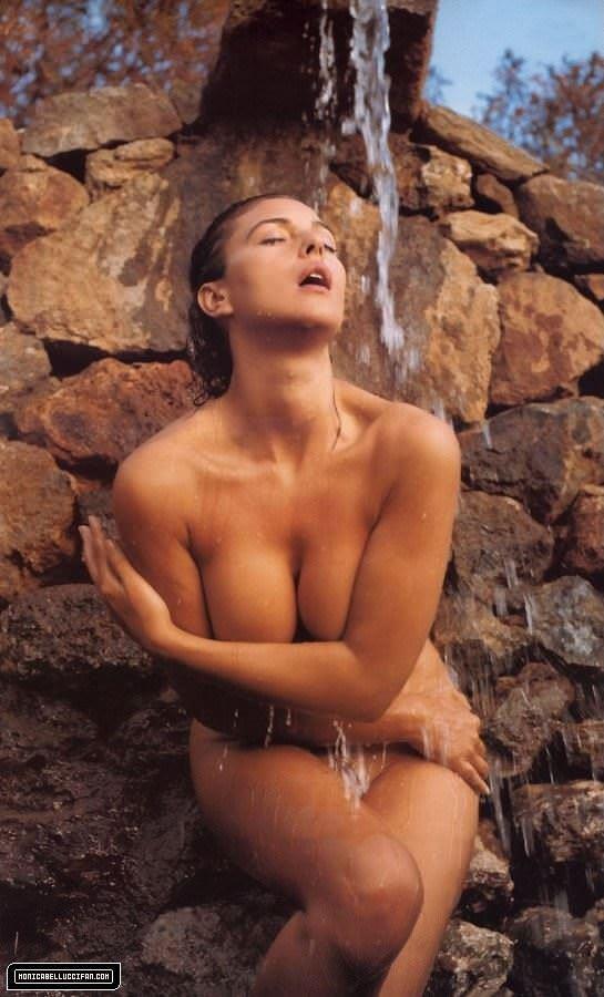 【外人】イタリア人女優モニカ・ベルッチ(Monica Bellucci)の大胆おっぱい露出ポルノ画像 2538