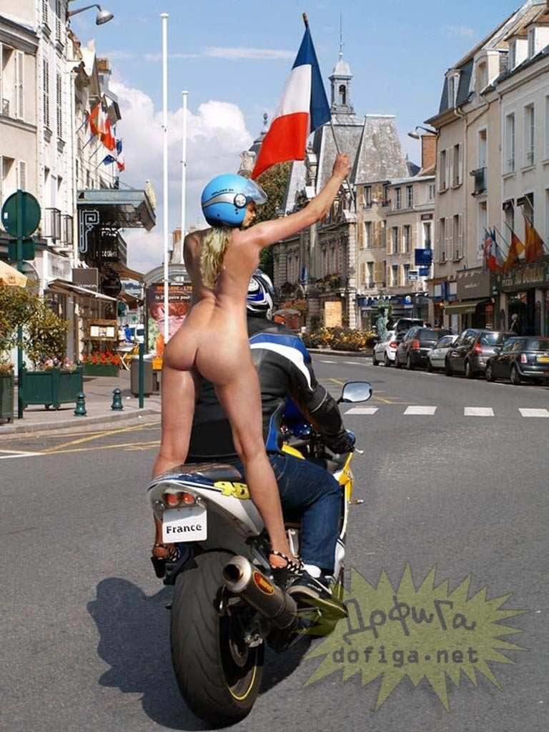 【外人】勿体ぶらずにバンバン全裸を晒すロシア人の露出狂ポルノ画像 2543