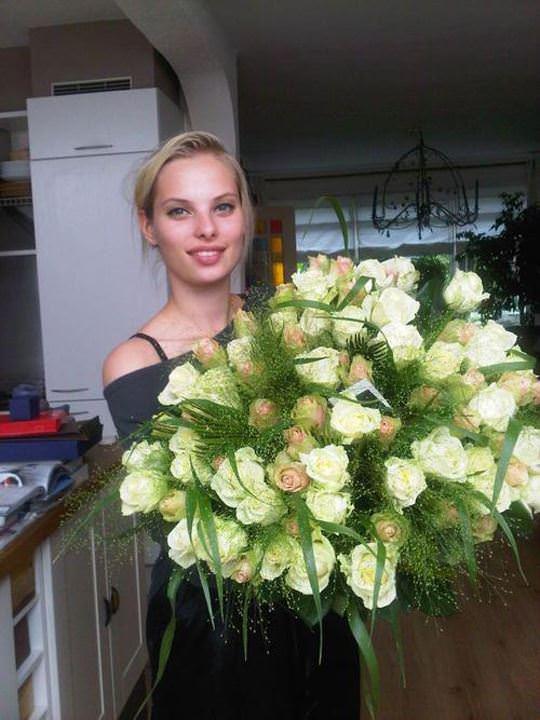 【外人】オランダアムステルダム出身のディオニ・タバーズ(Dioni Tabbers)が美乳おっぱいで挑発するポルノ画像 2545