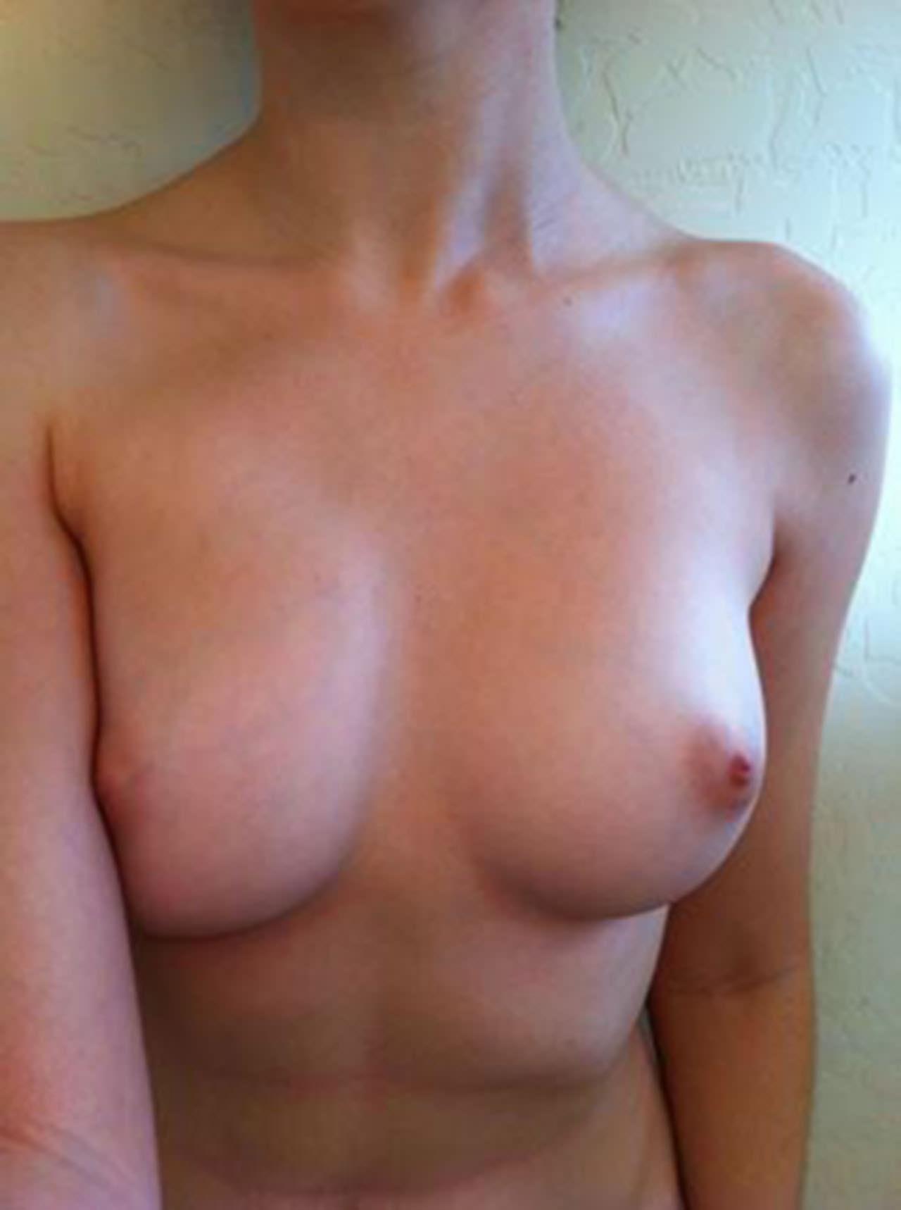 【外人】メンヘラ度全開のロシアンパイパン美少女の自画撮りライブチャットポルノ画像 2582
