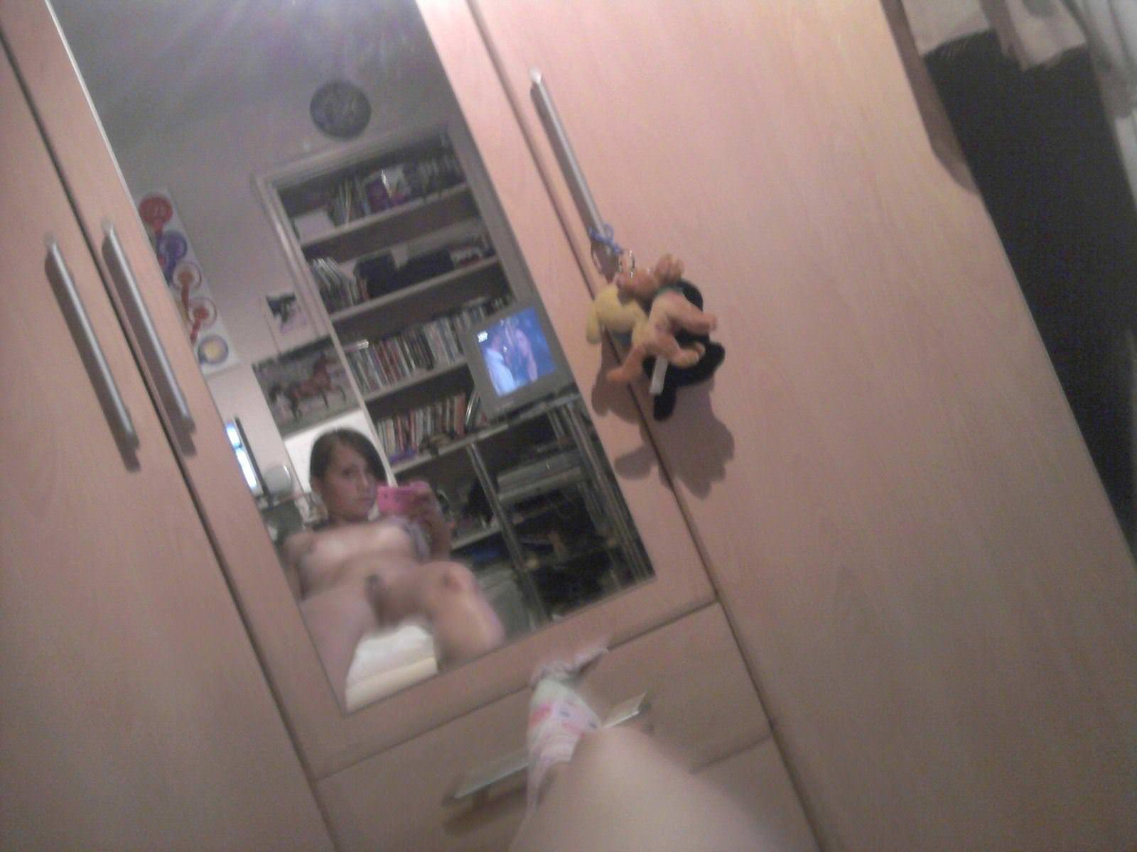 【外人】北欧のちょいブサ素人金髪娘がおっぱいおまんこ自画撮りしてるポルノ画像 2592