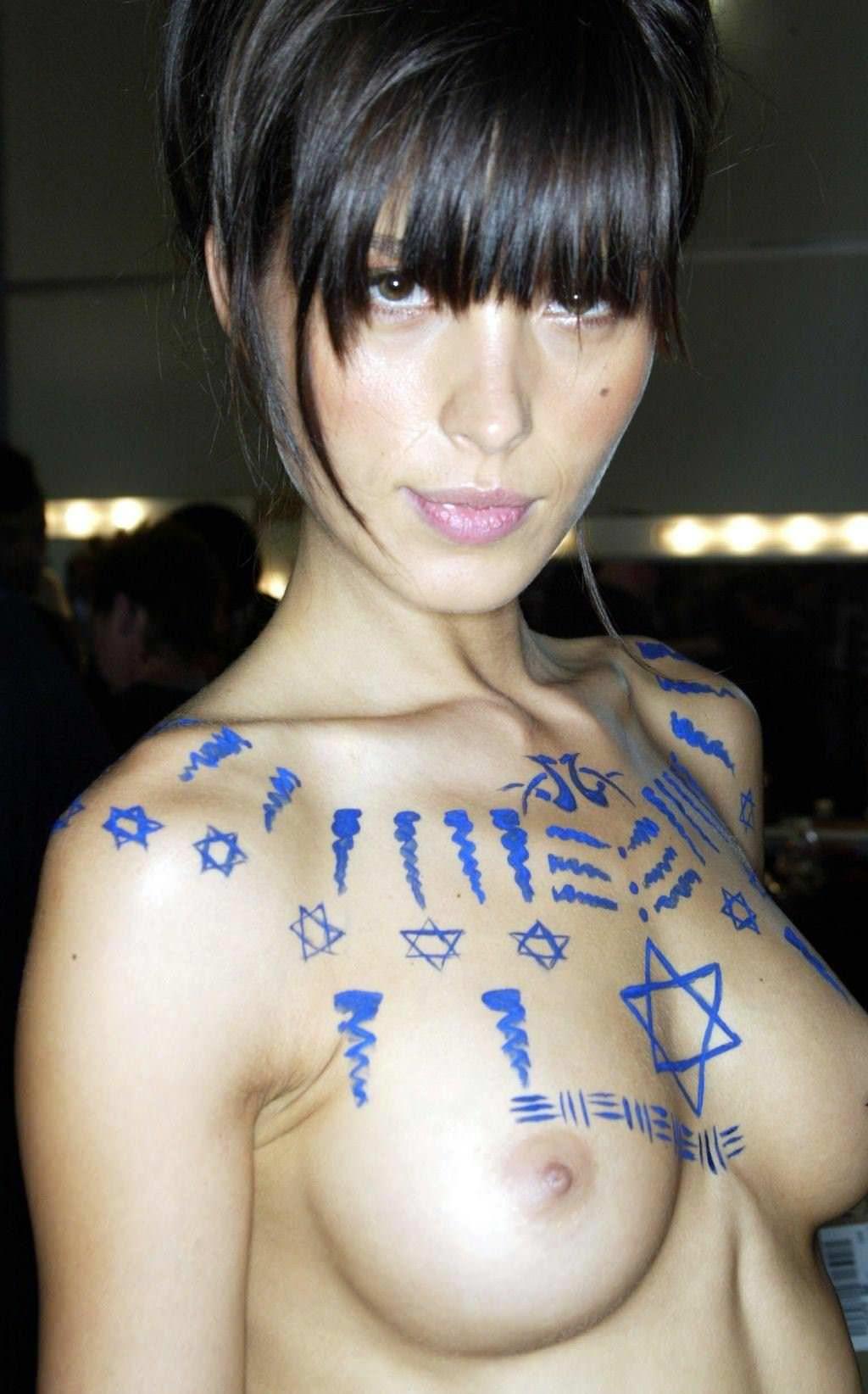 【外人】おっぱいにボディーペイント中のファッションモデルのポルノ画像 2604