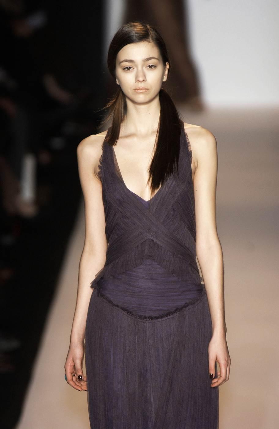 【外人】真木よう子に激似のフランス人モデルのモルガン・デュブレ(Morgane Dubled)乳首もろ出しでキャットウォークしてるポルノ画像 2614