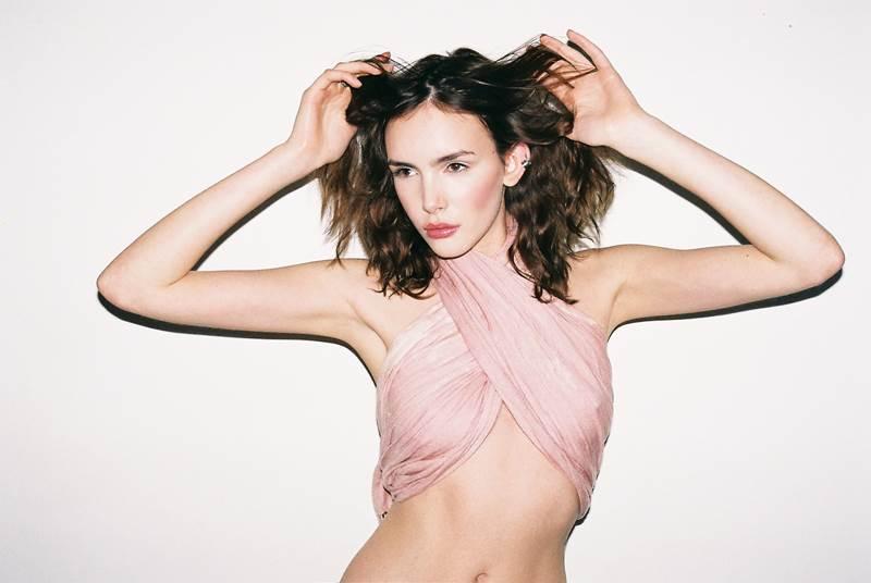 【外人】UK出身整いすぎた顔立ちの美女ジョージア·フロスト(Georgia Frost)の全裸ポルノ画像 2636