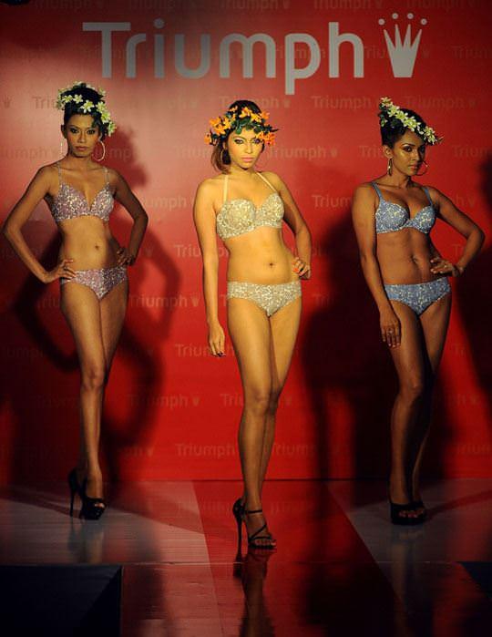 【外人】インド・ムンバイで開催されたトリンプ(Triumph)のファッションショーの下着美女ポルノ画像 265
