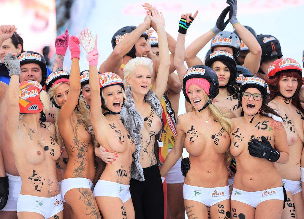 【外人】ドイツのヌードソリ世界選手権2014で金髪美女めっちゃ可愛い露出ポルノ画像 2650