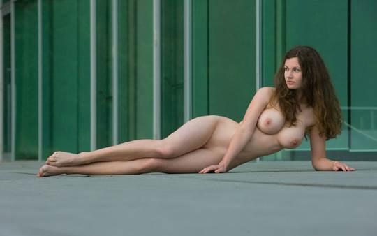 【外人】ドイツ人スーザン(Susann)がりんごやラベンダーと戯れる野外露出のフルヌードポルノ画像 2651
