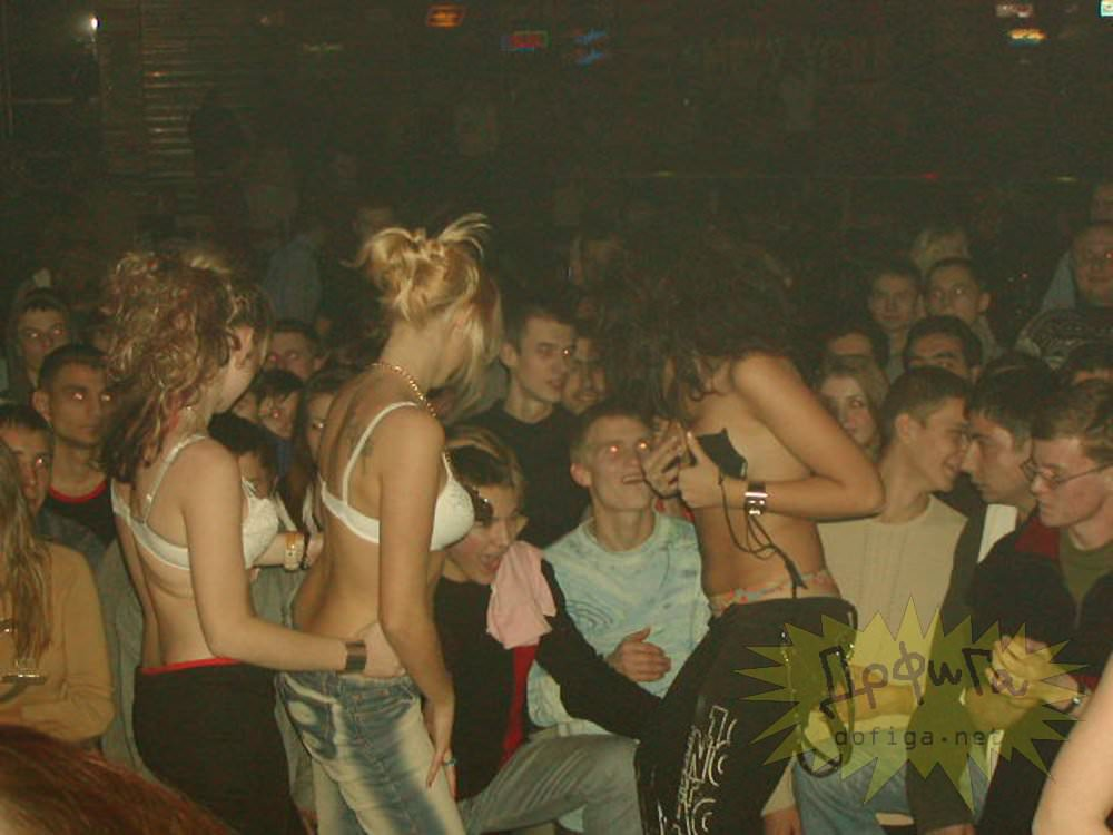 【外人】クラブでアゲアゲになり過ぎて裸になっちゃうウクライナの素人女子たちのポルノ画像 2652