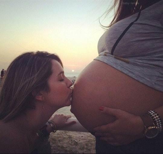 【外人】素人妻の妊婦がおっきなお腹を全裸で記念撮影してるポルノ画像 2671