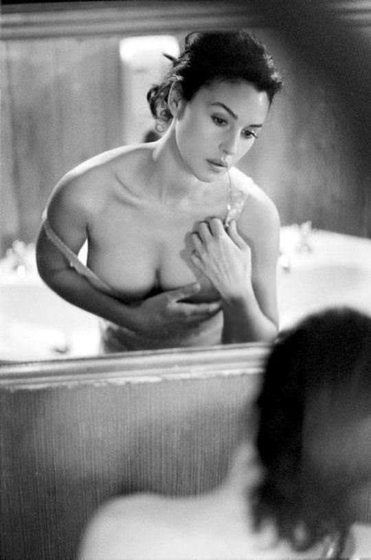 【外人】イタリア人女優モニカ・ベルッチ(Monica Bellucci)の大胆おっぱい露出ポルノ画像 2729