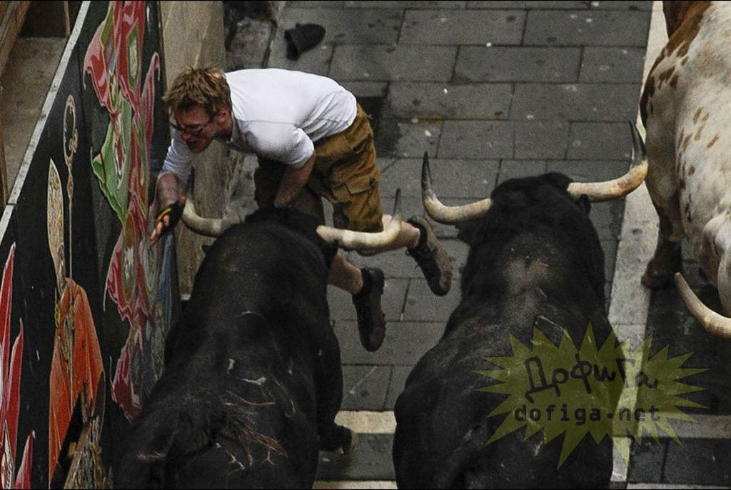 【外人】スペイン3大祭りで男も女もテンション上げまくりでおっぱいポロリしまくるポルノ画像 2740