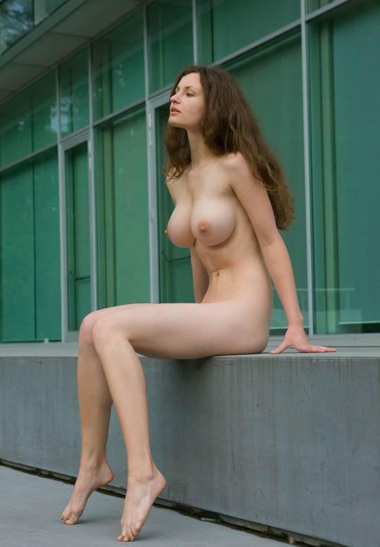 【外人】ドイツ人スーザン(Susann)がりんごやラベンダーと戯れる野外露出のフルヌードポルノ画像 2838