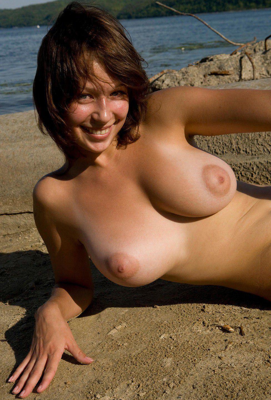 【外人】ヌーディストビーチにいたスライム系巨乳おっぱいたちの隠し撮りポルノ画像 2888