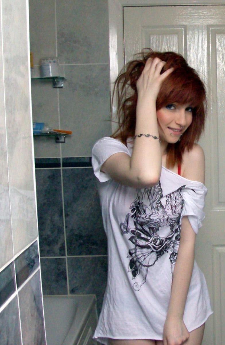 【外人】赤毛のロシアン素人美少女が真っ白なマシュマロおっぱい自画撮りしてるポルノ画像 2894