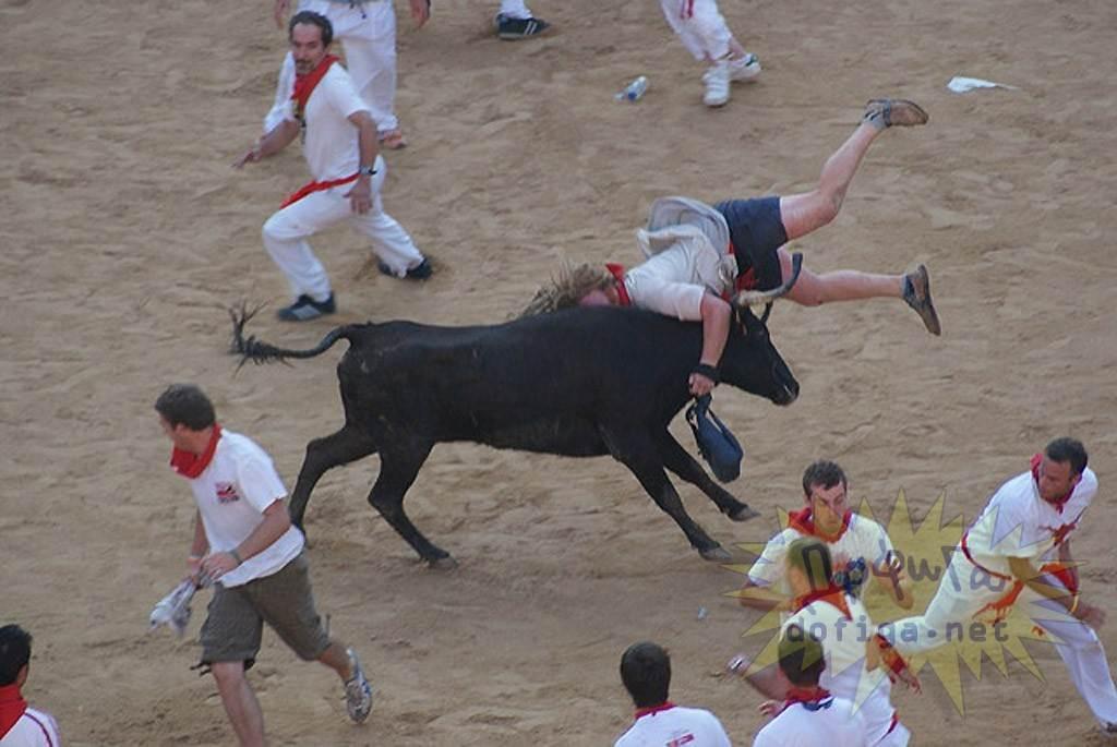 【外人】スペイン3大祭りで男も女もテンション上げまくりでおっぱいポロリしまくるポルノ画像 2931