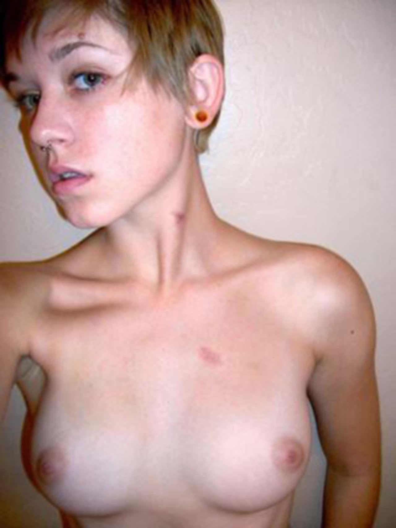 【外人】メンヘラ度全開のロシアンパイパン美少女の自画撮りライブチャットポルノ画像 2949