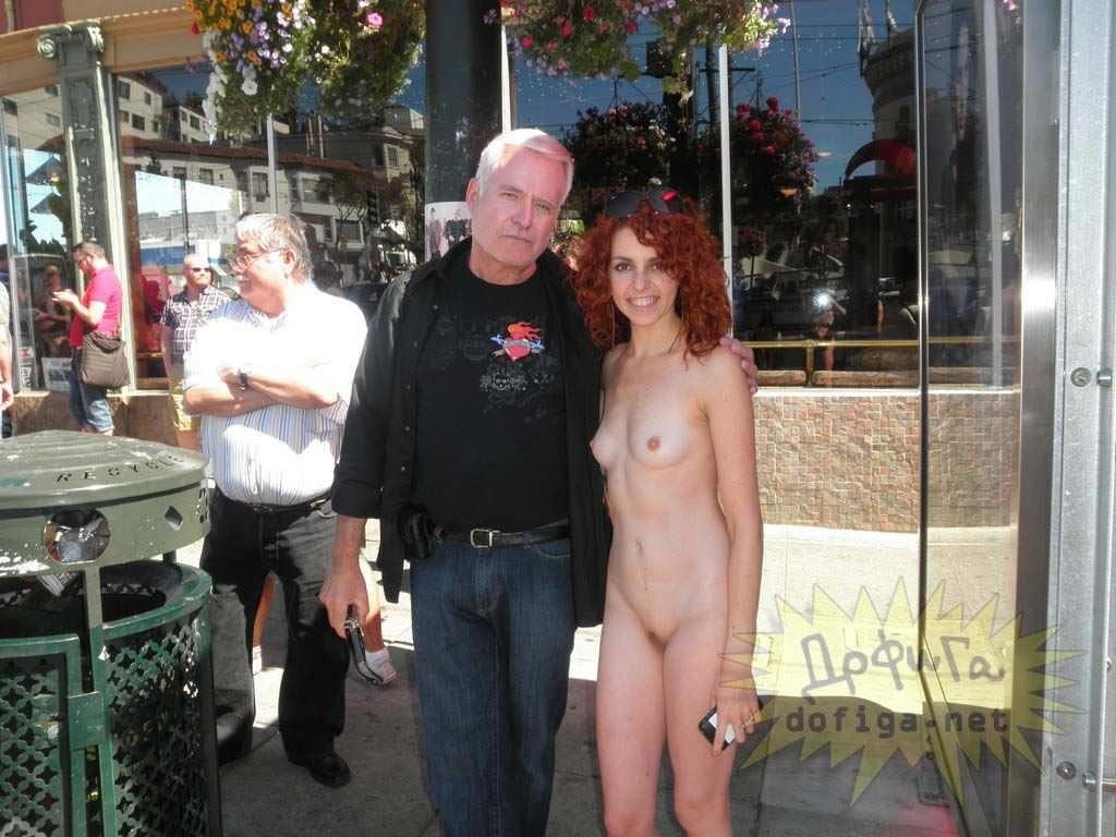 【外人】勿体ぶらずにバンバン全裸を晒すロシア人の露出狂ポルノ画像 3017