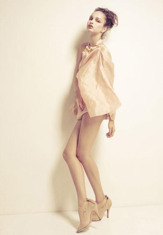 【外人】ブラジル人モデルのルマグローテ(Luma Grothe )が眼力で魅了するセミヌードポルノ画像 303