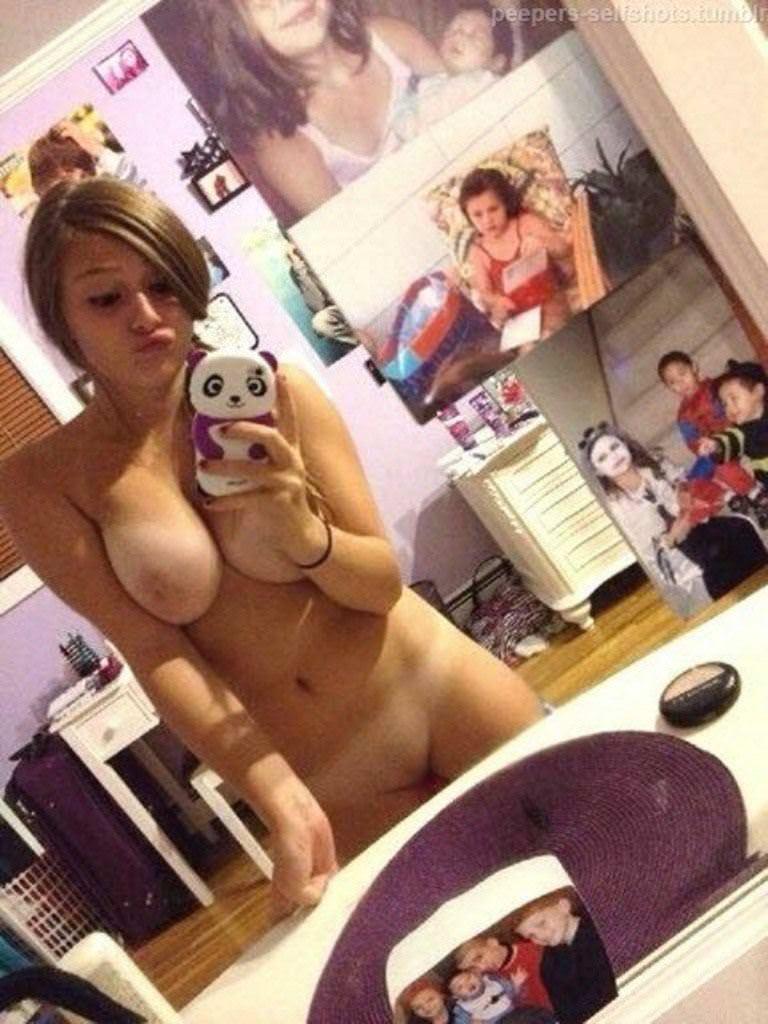 【外人】急に大人の体つきになった美少女たちの自画撮りポルノ画像 3046