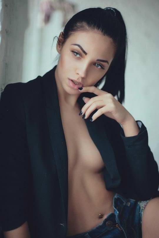【外人】ありえない程美人な顔立ちの海外美女のセクシーポルノ画像 3072