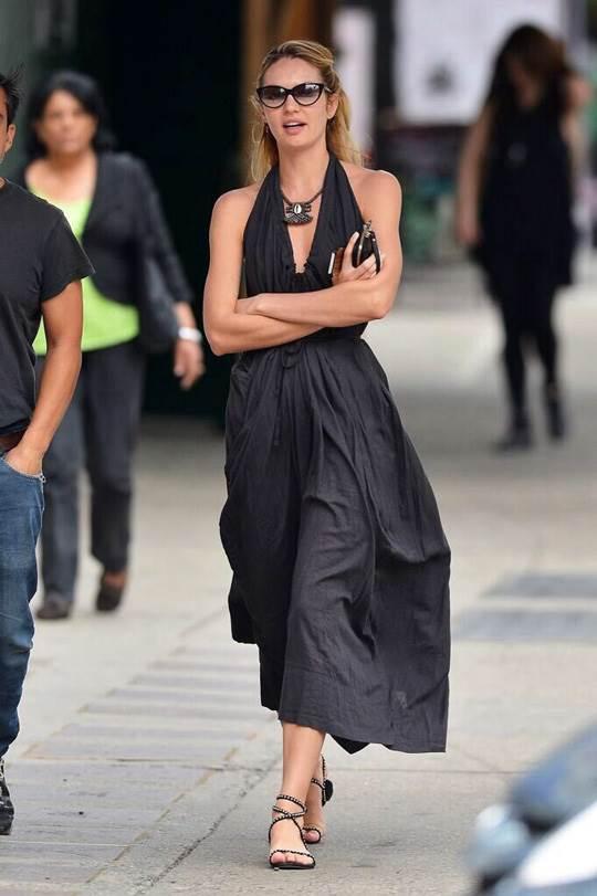 【外人】南アフリカ出身のキャンディス・スワンポール(Candice Swanepoel)がブロンドヘアーをなびかせるセクシーポルノ画像 309