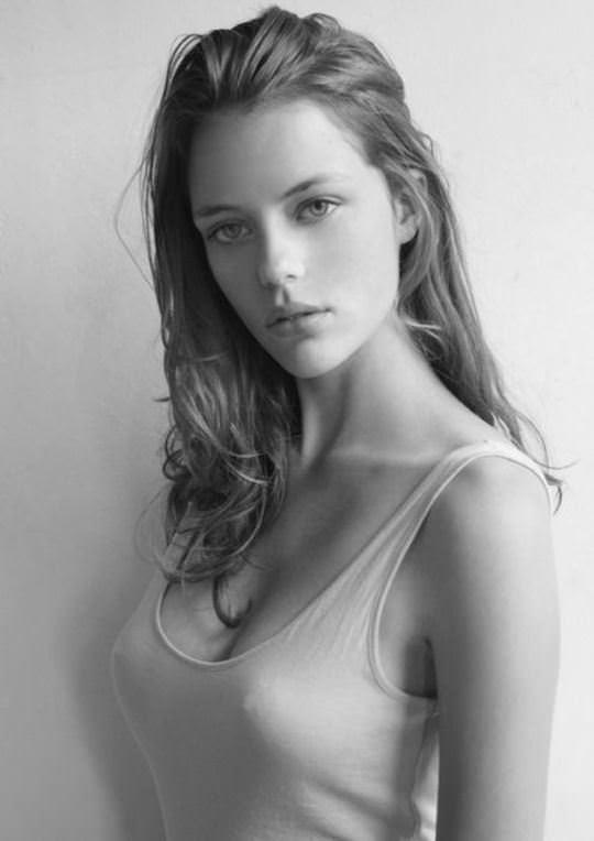 【外人】無名ファッションモデルが美乳おっぱいを晒してるポルノ画像 3101