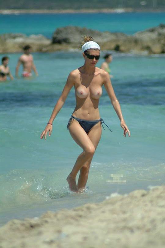 【外人】股間がフルボッキで辛すぎるヌーディストビーチの美少女たちのポルノ画像 31115