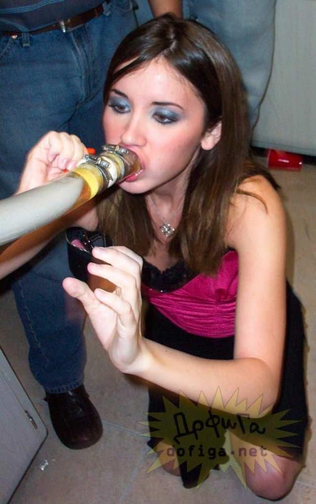 【外人】酔った勢いで服を脱いで友達とエッチなおふざけしてる素人ポルノ画像 31131
