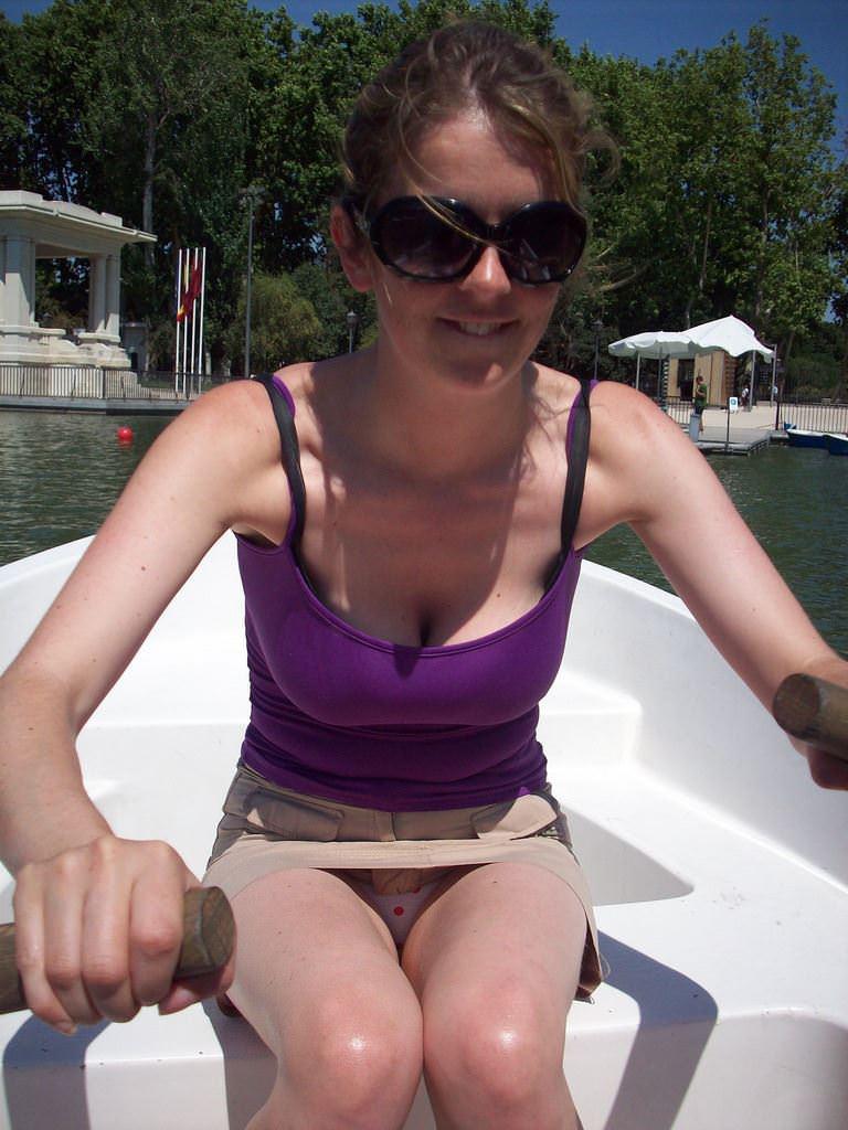 【外人】海外素人たちの胸チラからピンク乳首がポロリしちゃってるポルノ画像 31139