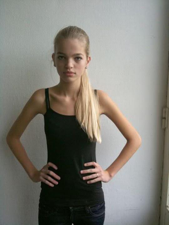 【外人】オランダ人の金髪モデルのダフネ(Daphne Groeneveld)が童顔で魅了するポルノ画像 3198