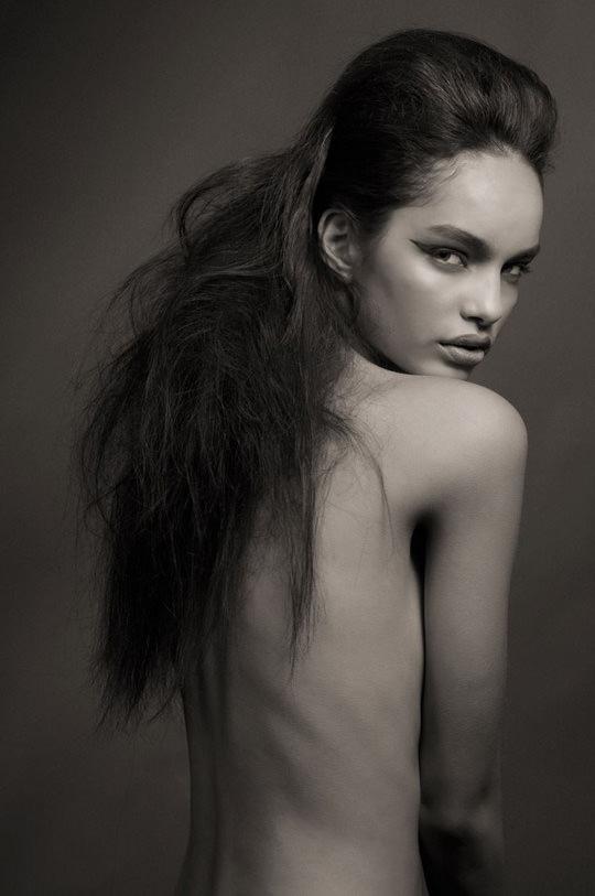 【外人】ブラジル人モデルのルマグローテ(Luma Grothe )が眼力で魅了するセミヌードポルノ画像 3210