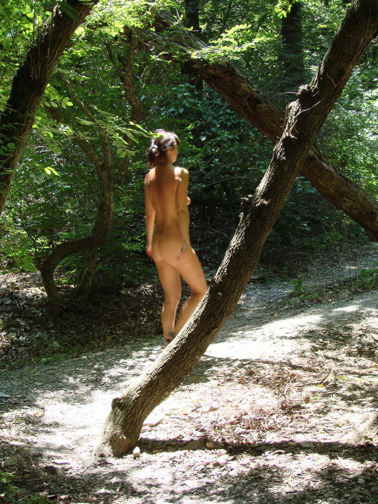 【外人】ヌーディストフェスティバルに参加中の素人美女を隠し撮りしまくった露出ポルノ画像 32124