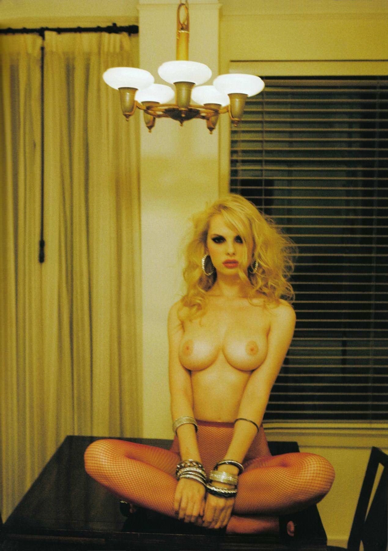 【外人】オランダアムステルダム出身のディオニ・タバーズ(Dioni Tabbers)が美乳おっぱいで挑発するポルノ画像 3223