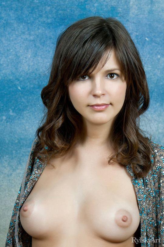 【外人】何度見ても見飽きないロシア人美少女たちの童顔巨乳おっぱいポルノ画像 3247