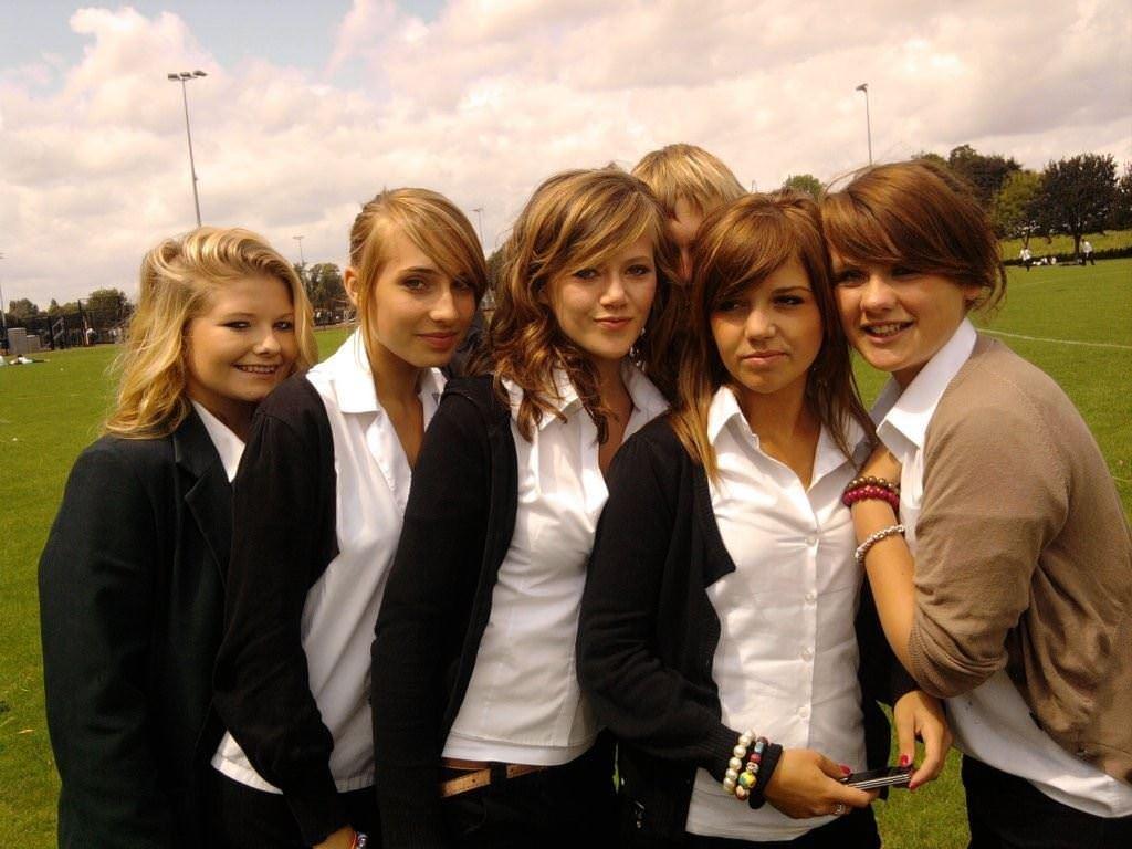 【外人】ロシア人の学生たちがめっちゃ可愛くて大人っぽい制服ポルノ画像 3265
