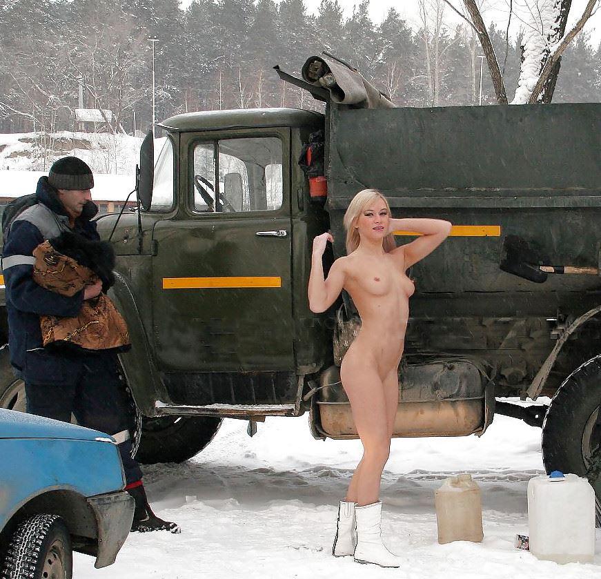 【外人】 20度 30度当たり前のロシアの冬に全裸で雪遊びする露出女のポルノ画像 329