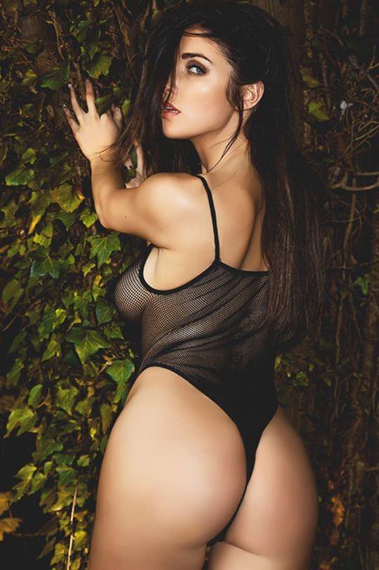 【外人】無名ファッションモデルが美乳おっぱいを晒してるポルノ画像 3415