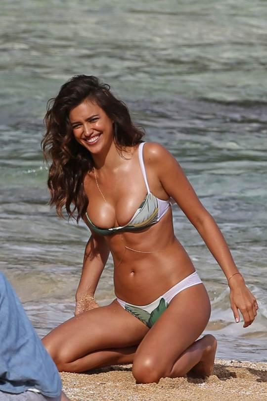 【外人】クリスティアーノ・ロナウド(Cristiano Ronaldo)のとんでもなく美人な恋人イリーナ・シェイク(Irina Shayk)の巨乳おっぱいポルノ画像 3422