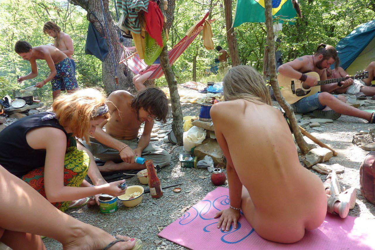 【外人】ヌーディストフェスティバルに参加中の素人美女を隠し撮りしまくった露出ポルノ画像 3468