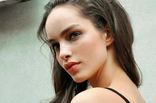 【外人】ブラジル人モデルのルマグローテ(Luma Grothe )が眼力で魅了するセミヌードポルノ画像 351